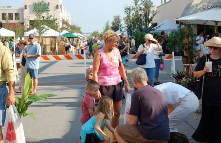 Photo example – people of all ages petting a dog at the Sarasota Farmers Market